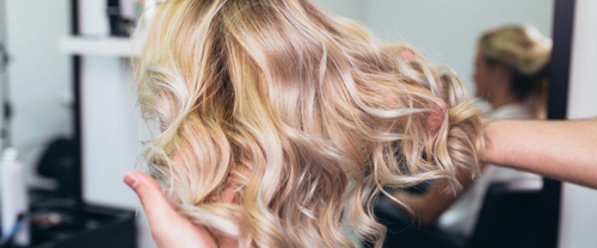 Descubre qué son las mechas balayage en peluquería